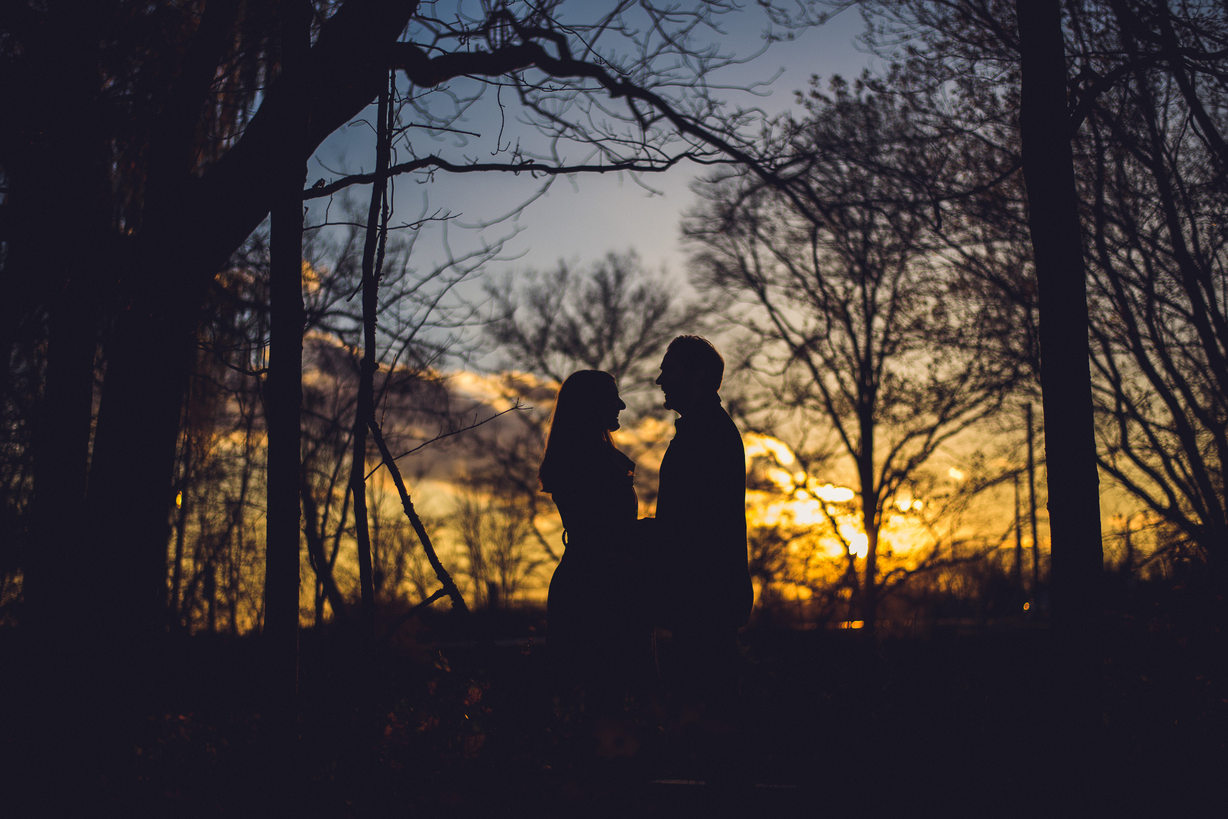 02-engagement-sunset-silhouette