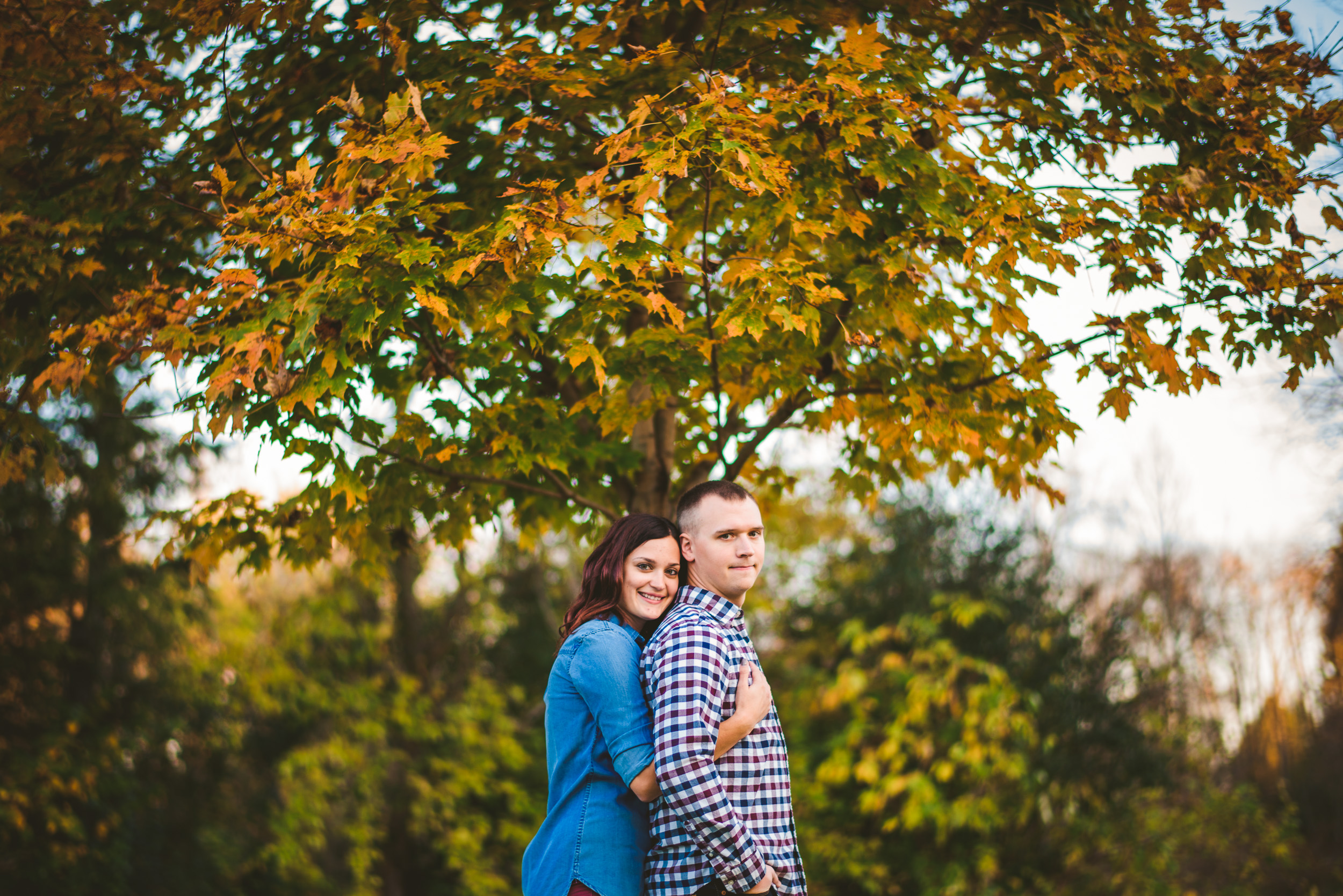 03-couple-fall-colors-kenosha-wedding-photographer