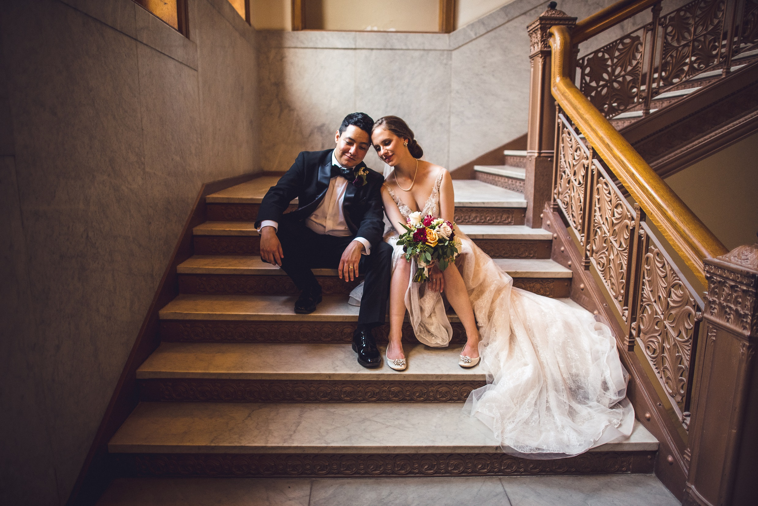 01-bride-and-groom-stairs-chicago-wedding-divno-photography